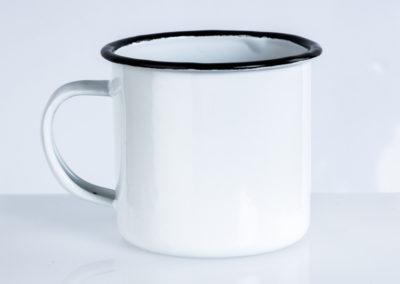 bílý plecháček